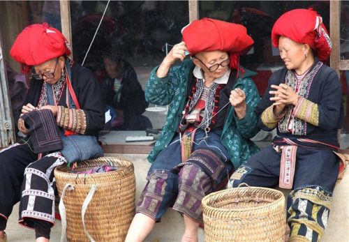 red dao people in ta phin